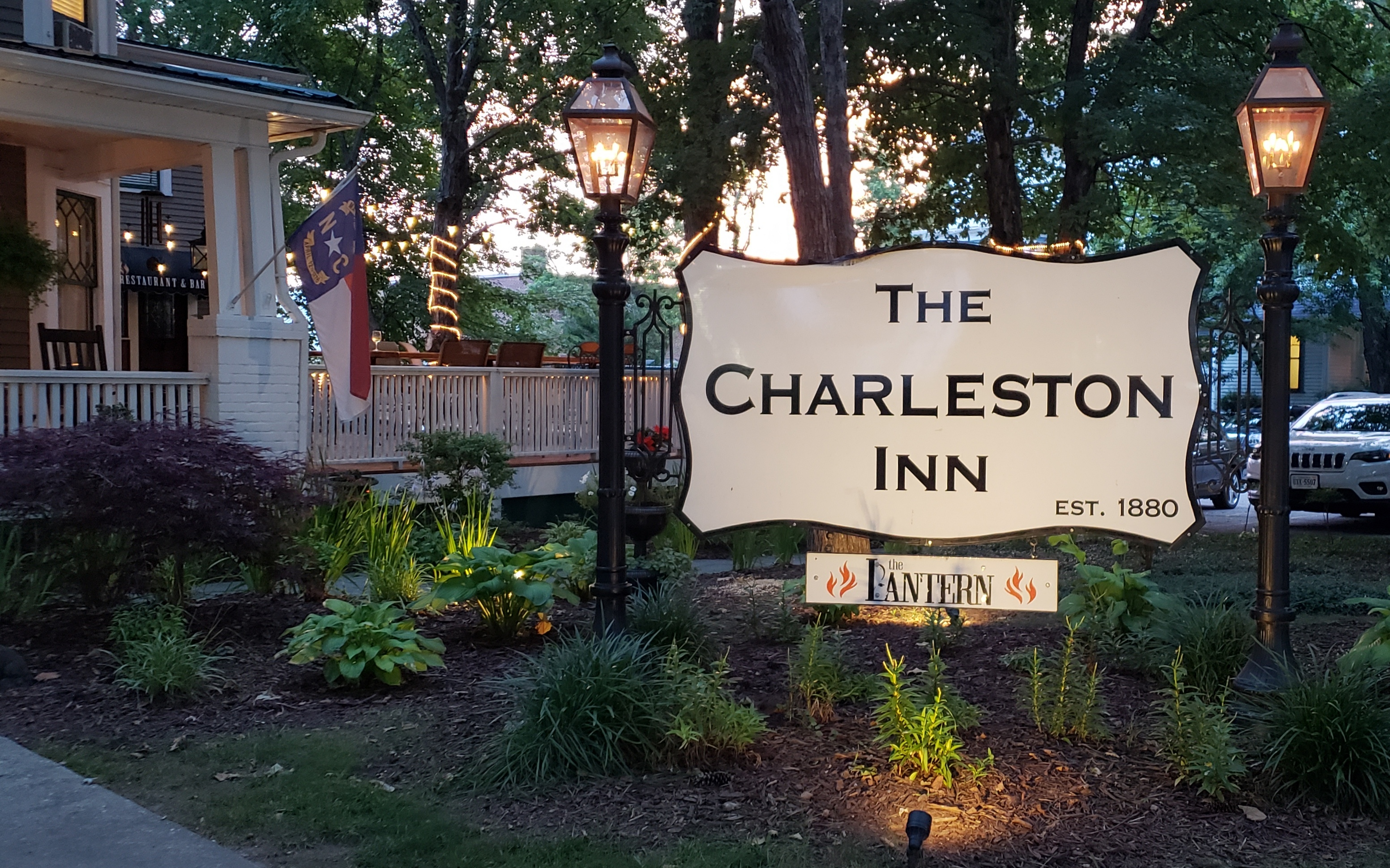 Welcome to the Charleston Inn in Hendersonville, North Carolina!